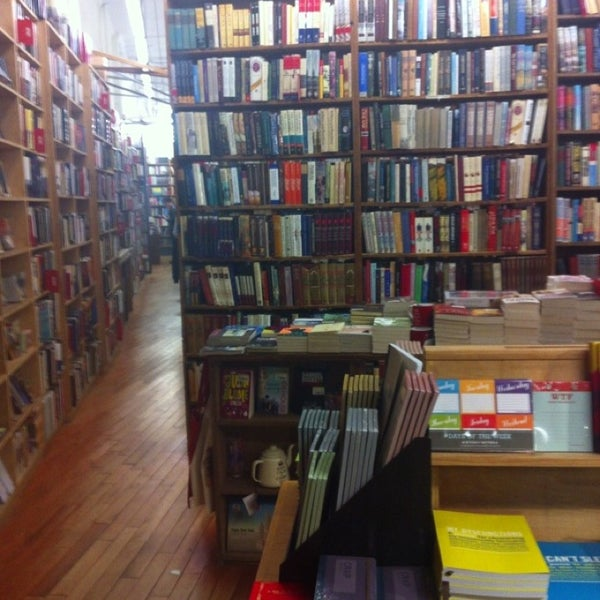 Das Foto wurde bei Strand Bookstore von Misun S. am 4/10/2013 aufgenommen