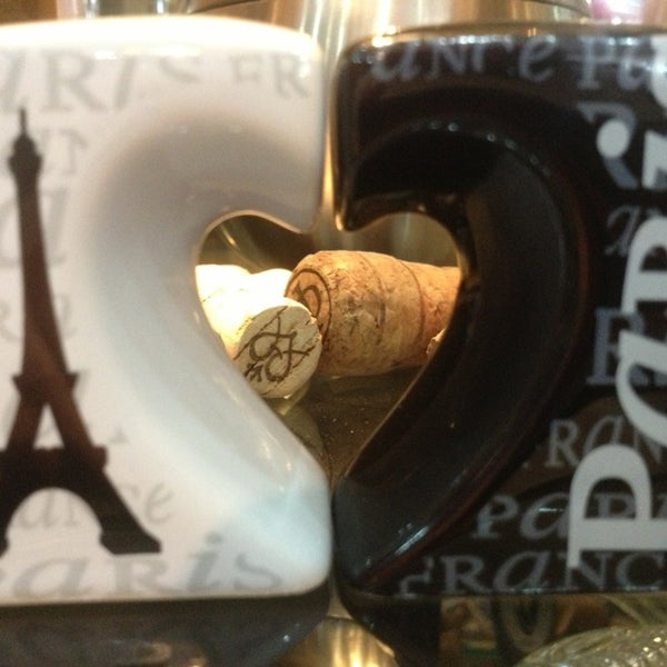 Foto tirada no(a) Empório Paris por Danilo M. em 4/8/2013