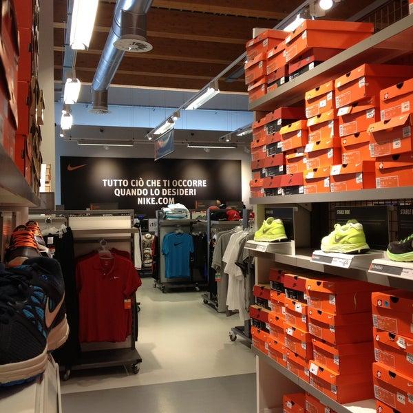 béisbol enlace Blanco  Nike Factory Store Sicilia - Sicilia Outlet Village