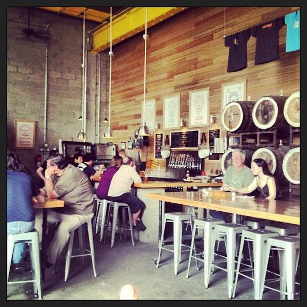 Foto tirada no(a) SingleCut Beersmiths por Justin W. em 6/16/2013