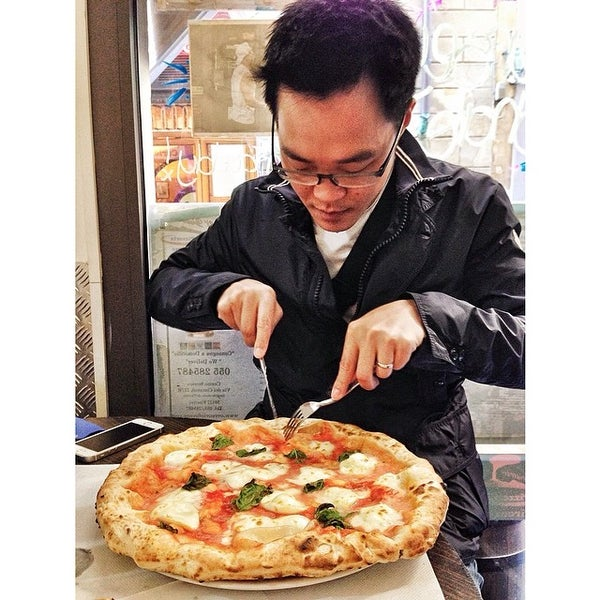 Foto tomada en Pizzeria O' Vesuvio Napoletana Forno Legna por Apple U. el 4/12/2014