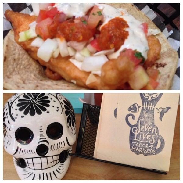 Снимок сделан в Seven Lives - Tacos y Mariscos пользователем Ramon P. 5/1/2013