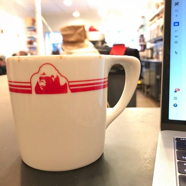 Foto scattata a Gorilla Coffee da Nic B. il 11/20/2018