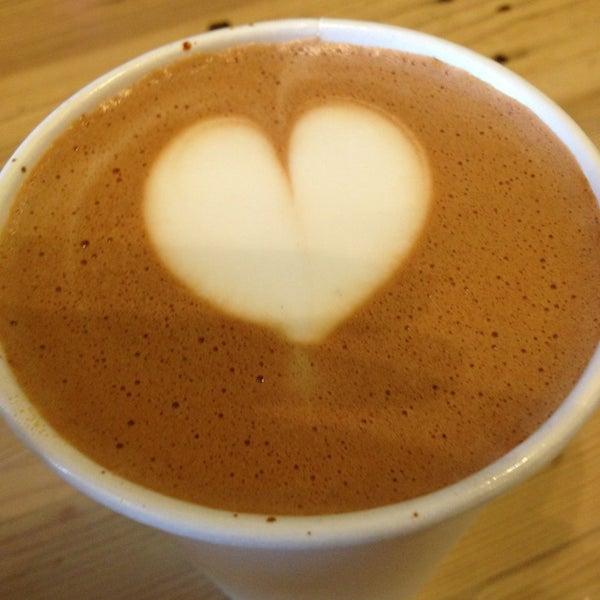 Foto tomada en Ipsento Coffee House por Lauren S. el 1/23/2013