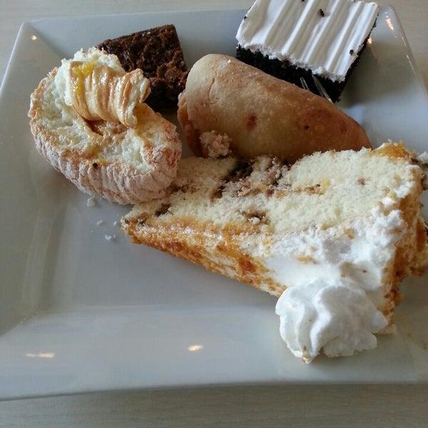 Снимок сделан в Love Desserts пользователем John Irwin D. 4/30/2013