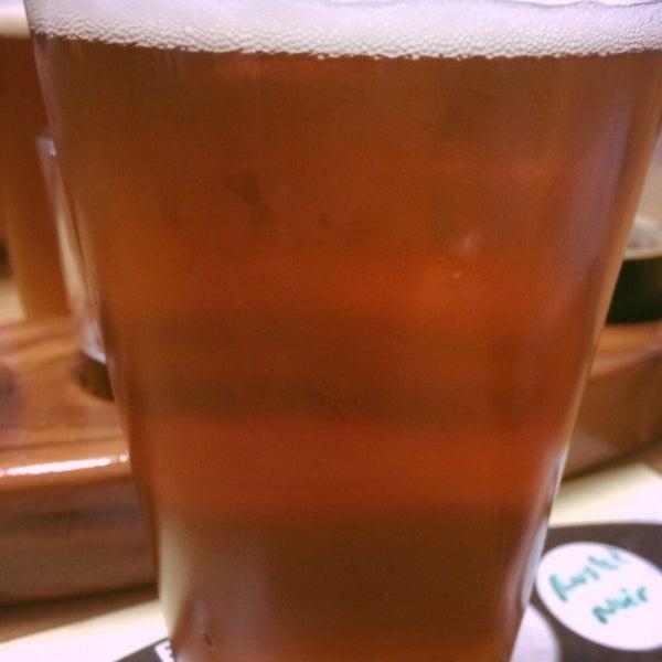 Foto tomada en Beach City Brewery por Sonya Q. el 1/8/2015