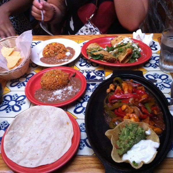 Foto scattata a Burrito Loco da Nadia B. il 9/1/2014