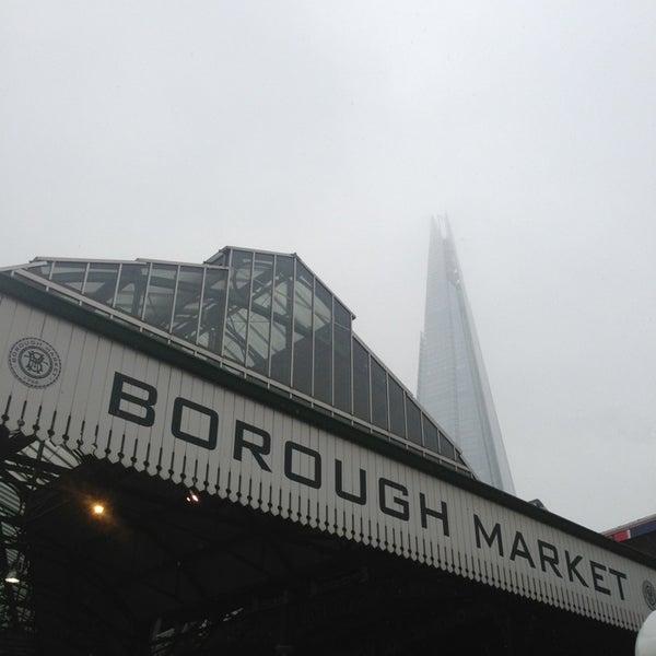 Foto tirada no(a) Borough Market por Michael T. em 1/14/2013
