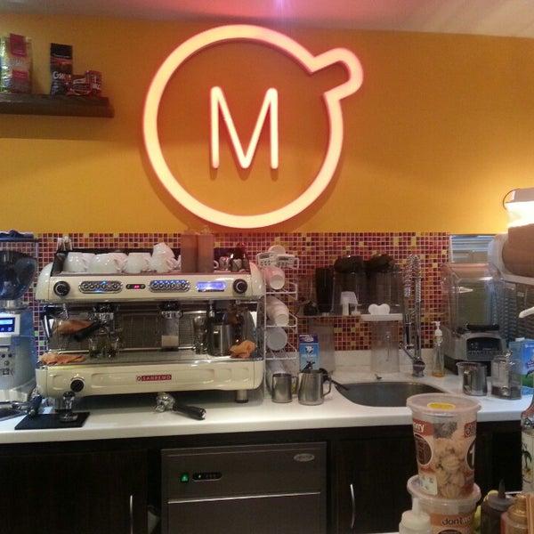 Foto tirada no(a) Momentto Café 100% Colombiano por Ariel A. em 10/11/2013