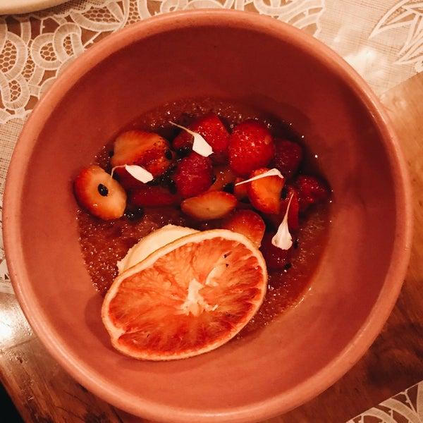 Todo está delicioso! La mejor opción es pedir varias entradas y compartir. Recomiendo el tuétano, el fideo con chilaquiles y los tacos ahogados! ✨💕👌🏻