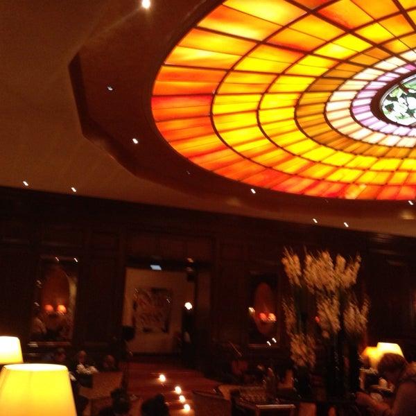 รูปภาพถ่ายที่ Hotel Vier Jahreszeiten Kempinski โดย Natalie T. เมื่อ 10/27/2013
