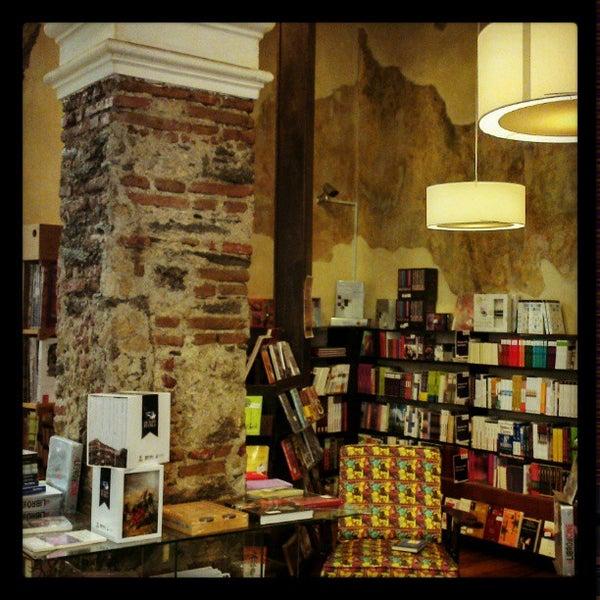 2/11/2013에 Jerson J. H.님이 Profética - Casa de la Lectura에서 찍은 사진