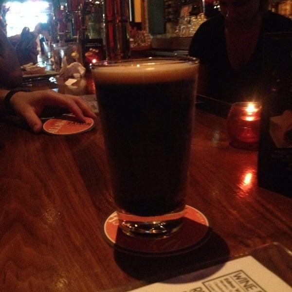 Снимок сделан в Lucky's Tavern пользователем Manny A. 9/7/2014