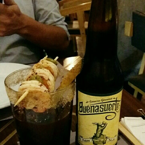 Das Foto wurde bei Lázaro Comedor & Bar von Melissa P. am 11/4/2015 aufgenommen