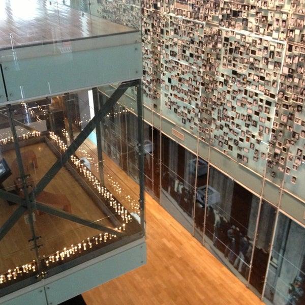 Foto diambil di Museo de la Memoria y los Derechos Humanos oleh Carlos A. pada 2/6/2013