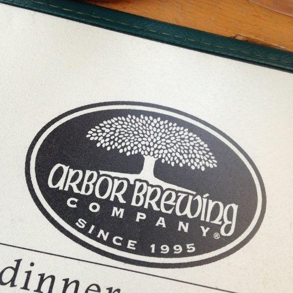 Foto tomada en Arbor Brewing Company por Katie E. el 7/5/2013