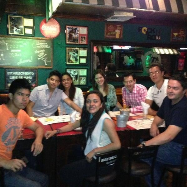 Foto diambil di College Bar oleh Luis B. pada 4/13/2013