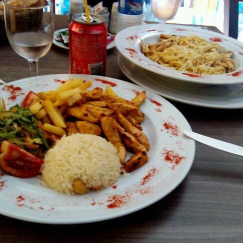 köri soslu tavuk ve köri soslu fettucini enfes Trabzonda ender bulunan bir mekan :)