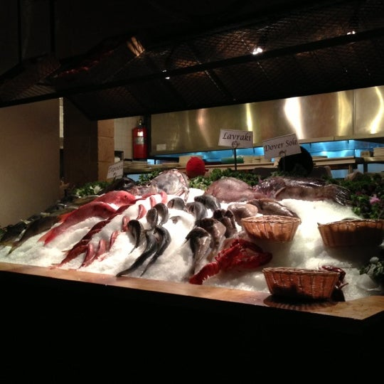 รูปภาพถ่ายที่ Kellari Taverna NY โดย Vitaliy S. เมื่อ 10/31/2012