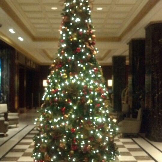Снимок сделан в SOUTHGATE Bar & Restaurant пользователем Tim C. 12/2/2012