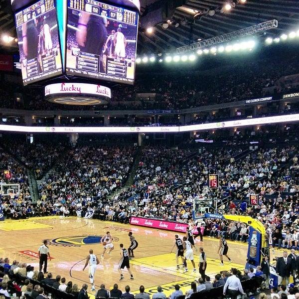 รูปภาพถ่ายที่ Oakland Arena โดย Greg W. เมื่อ 4/16/2013