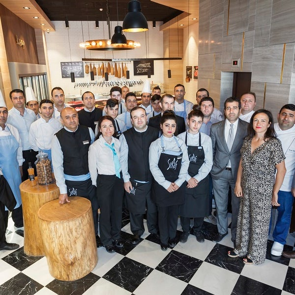 Das Foto wurde bei Seraf Restaurant von Seraf Restaurant am 5/31/2016 aufgenommen