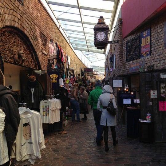 Foto tirada no(a) Camden Stables Market por Francisco em 12/7/2012