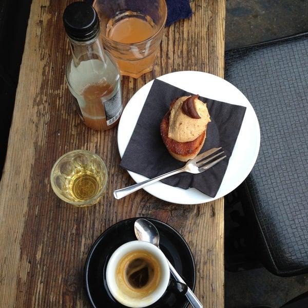 Photo prise au Kaffeine par Marco N. le4/30/2013