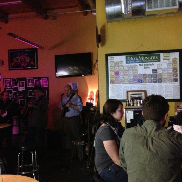 Photo prise au The BeerMongers par Georgiana M. le1/25/2013