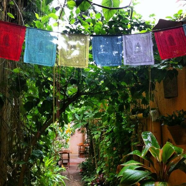 Photo prise au Casa Jaya par Anne C. le3/18/2013