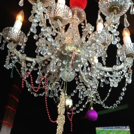 12/16/2012 tarihinde Brooke C.ziyaretçi tarafından Royal Oak Bar and Grill'de çekilen fotoğraf