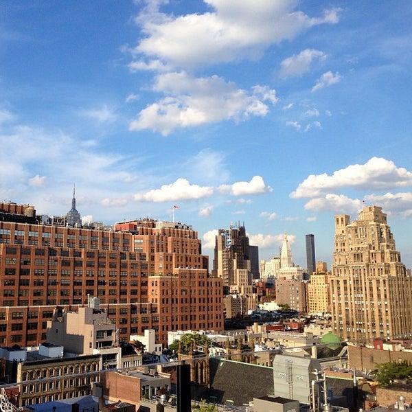 Foto scattata a Plunge Rooftop Bar & Lounge da Jessica C. il 7/15/2013