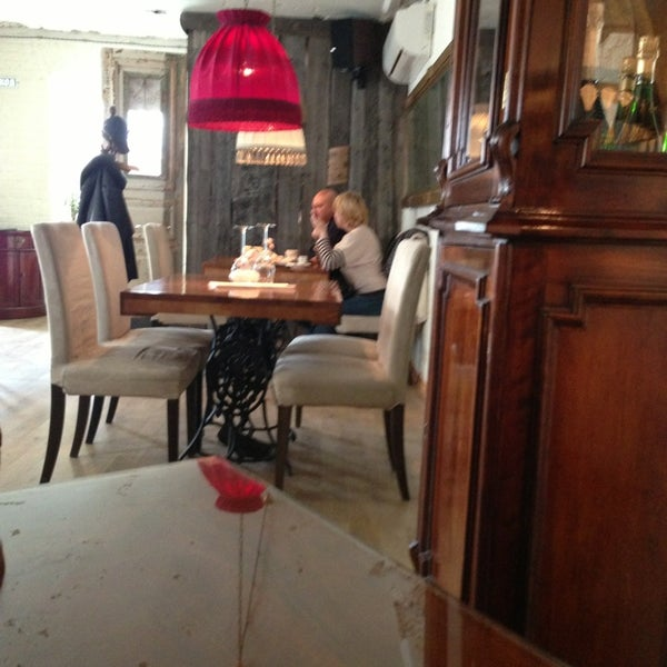 Photo prise au Le Bouchon Café par Irina A. le3/16/2013