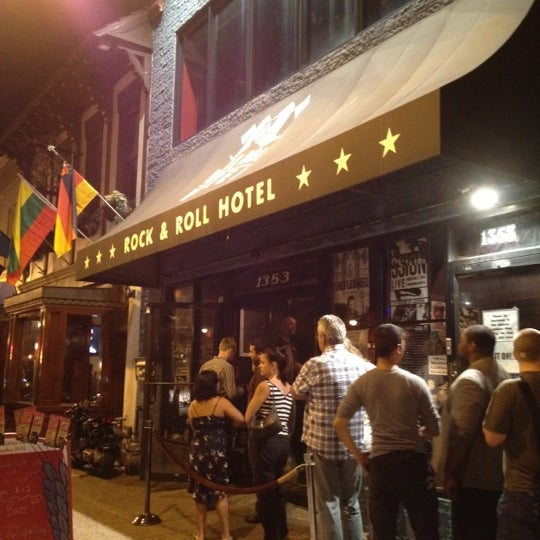 Foto tomada en Rock & Roll Hotel por Corrie D. el 10/6/2012