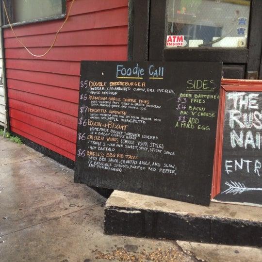 Foto diambil di The Rusty Nail oleh Jason U. pada 9/30/2012