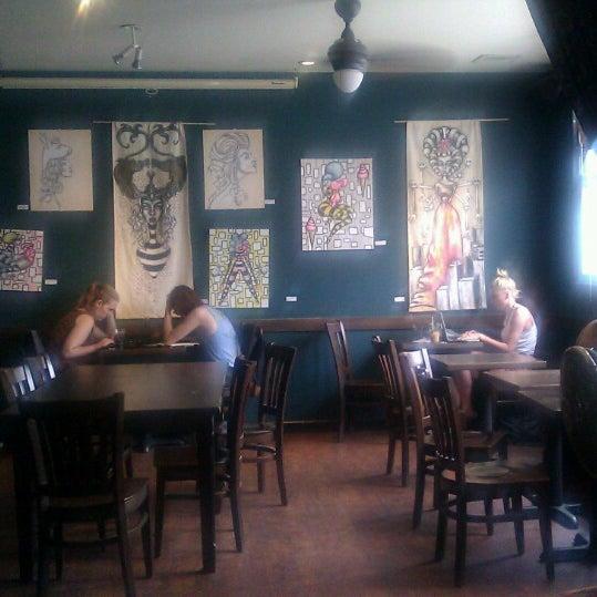 รูปภาพถ่ายที่ South 4th Bar & Cafe โดย Vero เมื่อ 6/24/2013