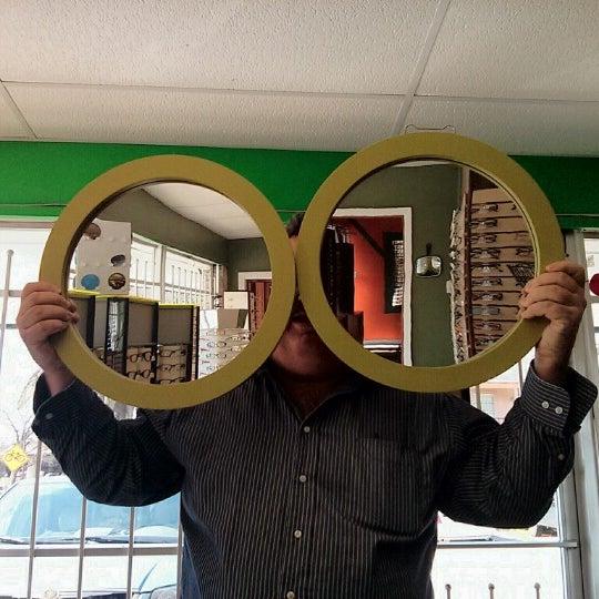 Photo prise au Smith's Opticians par Sarah P. le2/21/2013