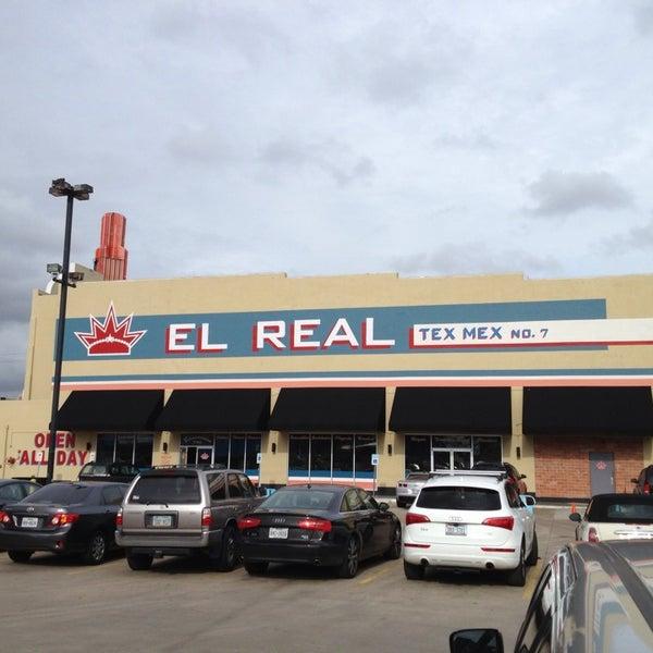 Снимок сделан в El Real Tex-Mex Cafe пользователем Greg C. 8/26/2013