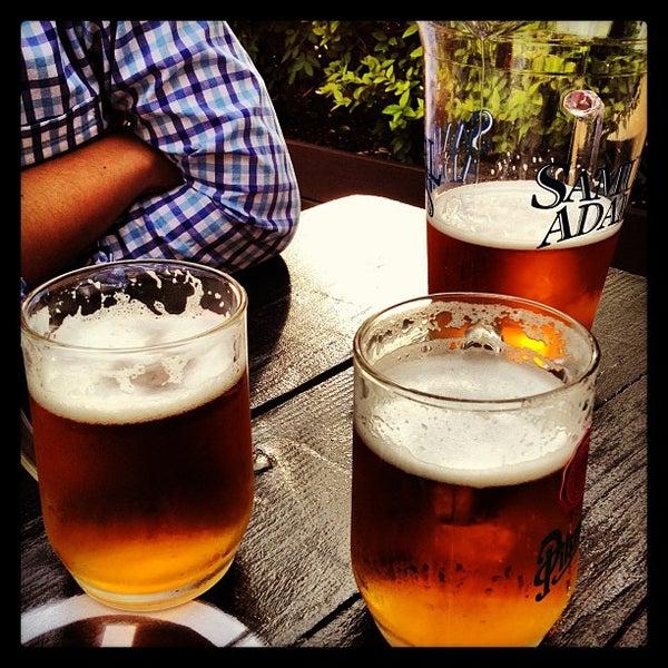 5/10/2013 tarihinde Paul F.ziyaretçi tarafından Bohemian Hall & Beer Garden'de çekilen fotoğraf