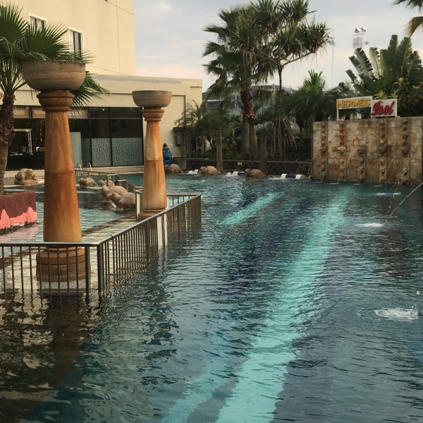 Hermes Palace Hotel Pool Kolam Renang Hotel Di Banda Aceh