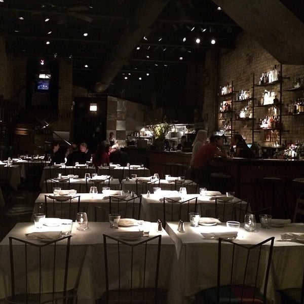 Foto diambil di Vivo Restaurant oleh Shane K. pada 3/19/2014