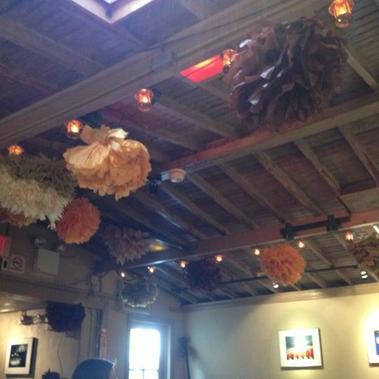 Photo prise au Sunny's par Cam B. le10/13/2012