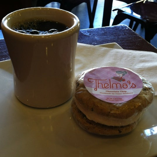 Снимок сделан в Mars Cafe пользователем John P. 10/15/2012