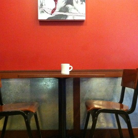Снимок сделан в Mars Cafe пользователем John P. 9/19/2012