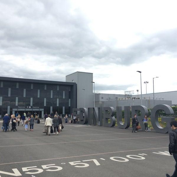 Das Foto wurde bei Edinburgh Airport (EDI) von Fedora M. am 6/21/2016 aufgenommen