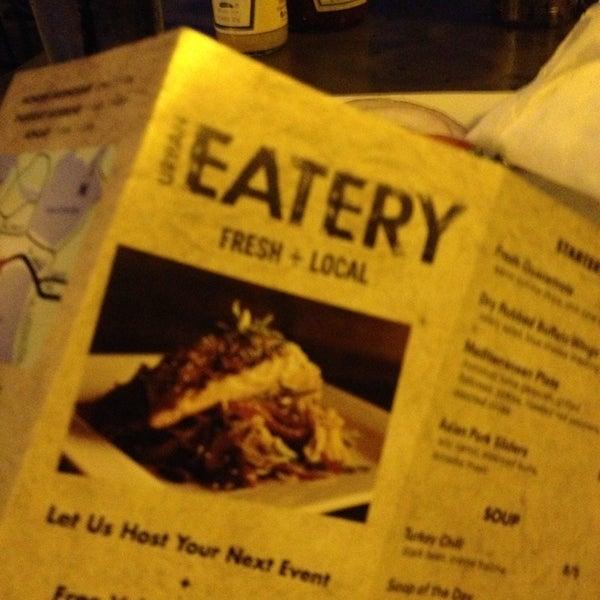 9/23/2013 tarihinde TheSocial360 ..ziyaretçi tarafından Urban Eatery'de çekilen fotoğraf