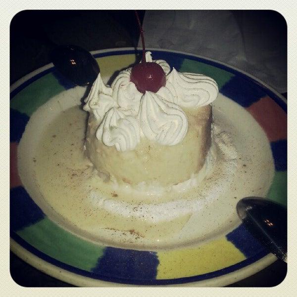 Foto diambil di El Meson de Pepe Restaurant & Bar oleh Rob W. pada 10/11/2012