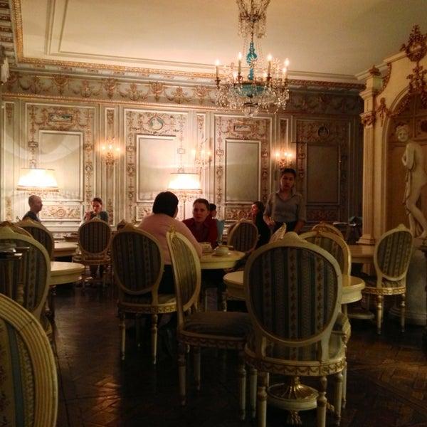 2/28/2013 tarihinde I B.ziyaretçi tarafından Cafe Pushkin'de çekilen fotoğraf