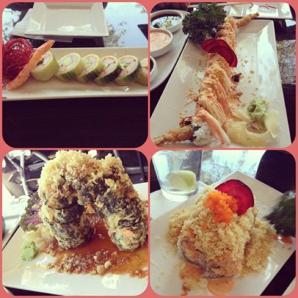 Das Foto wurde bei Red Koi Thai & Sushi Lounge von Angie F. am 3/28/2013 aufgenommen