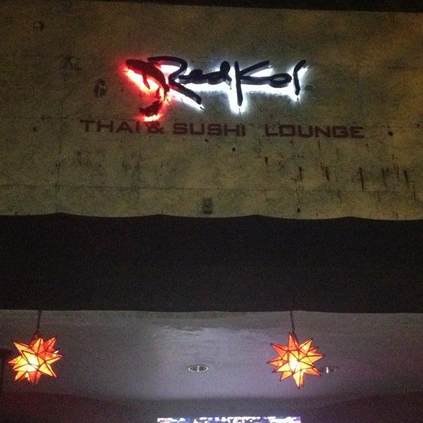 Das Foto wurde bei Red Koi Thai & Sushi Lounge von Angie F. am 4/11/2013 aufgenommen